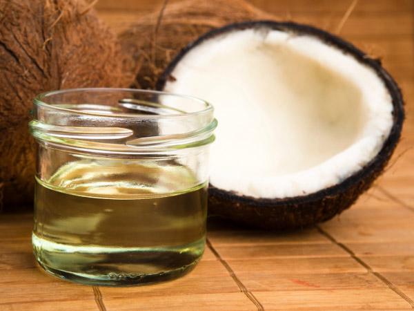 Ủ tóc bằng dầu dừa qua đêm có được không? 1