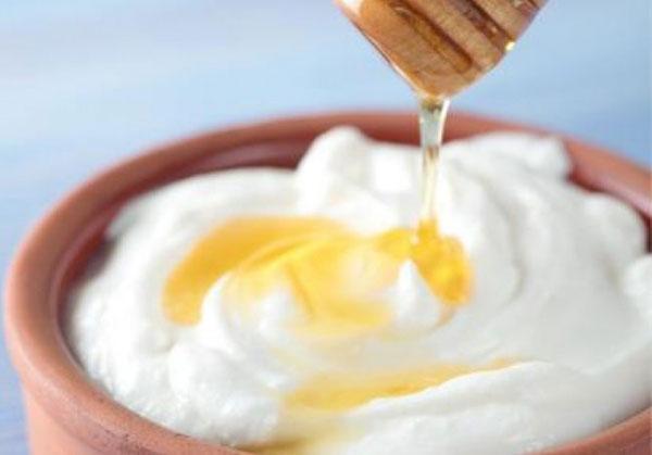 Mặt nạ mật ong và trứng gà là một trong những công thức làm đẹp được nhiều người ưa chuộng vì nó có công dụng cung cấp cho da những loại vitamin và nhiều dưỡng chất thiết yếu.