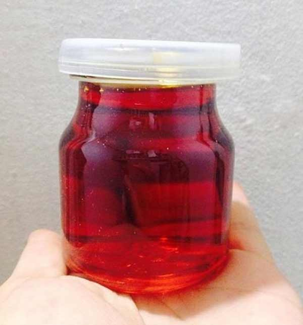 Tinh dầu gấc có tác dụng bổ sung dưỡng chất và độ ẩm cho làn da khỏe mạnh và trắng sạch hơn