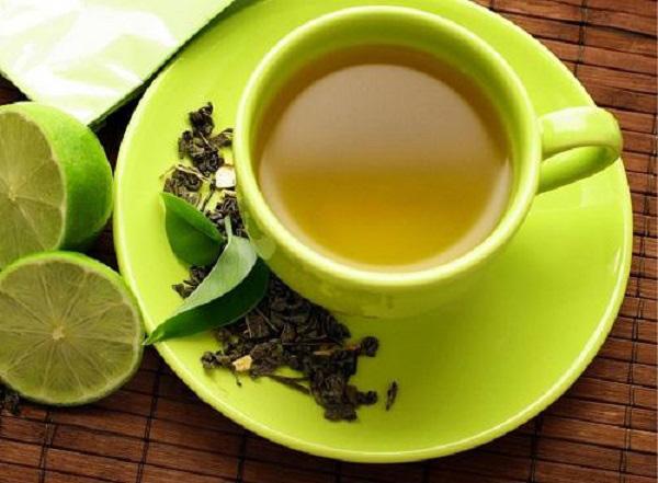 Không nên uống trà quá đặc