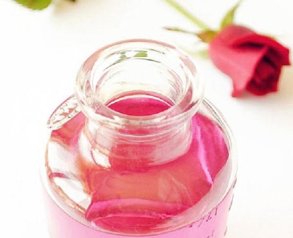 Hướng dẫn cách làm nước hoa hồng