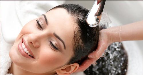 Muối biển làm sạch sâu da đầu, hạn chế gàu và ngứa da đầu, lưu thông máu