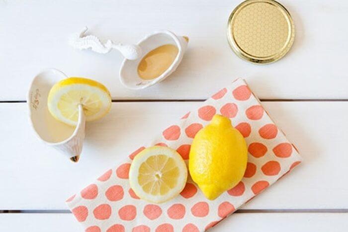 Mặt nạ trị mụn bằng mật ong và nước cốt chanh