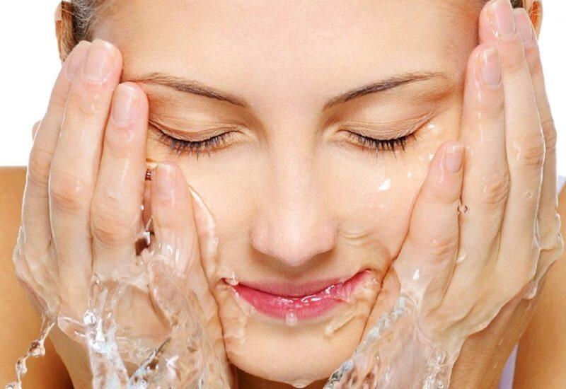 Rửa mặt bằng sữa chua không đường