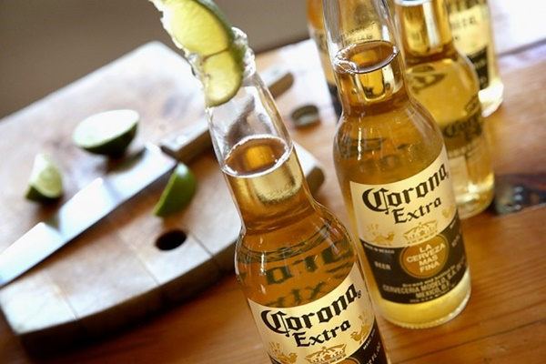 cach uong bia corona