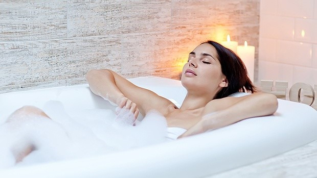Ngâm mình trong bồn tắm giúp bạn thư giãn