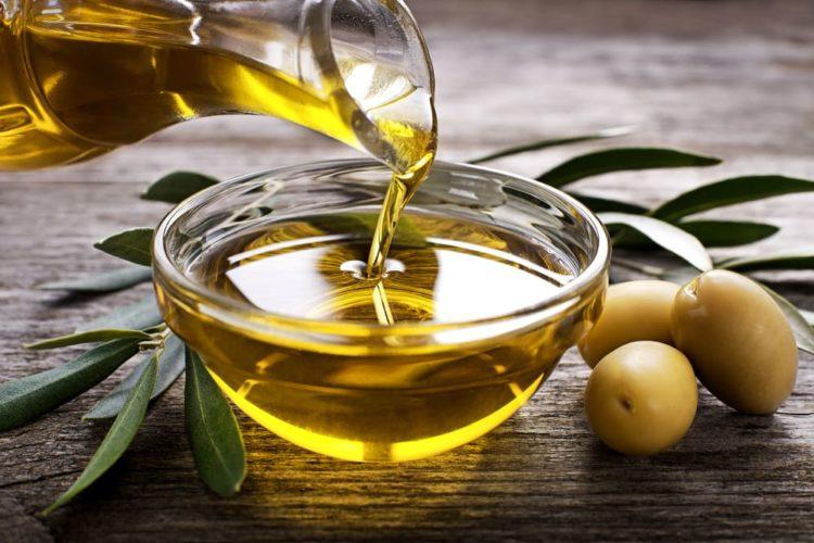dầu ô liu có tác dụng giúp da mềm mại, mịn màng