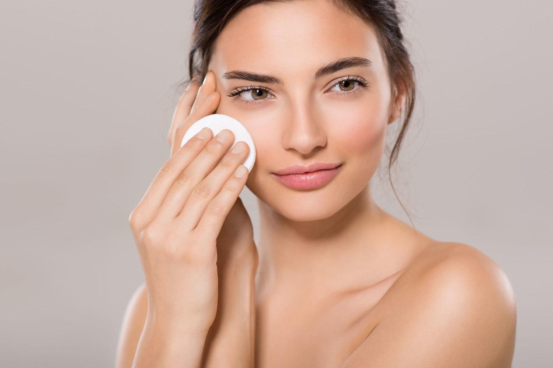 Không chỉ makeup mà kem chống nắng cũng cần tẩy trang